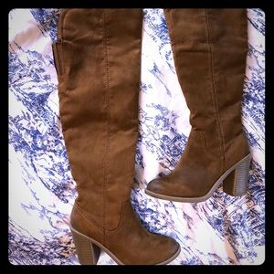 Dolce Vita Light Brown Over the Knee Boots. Size 6